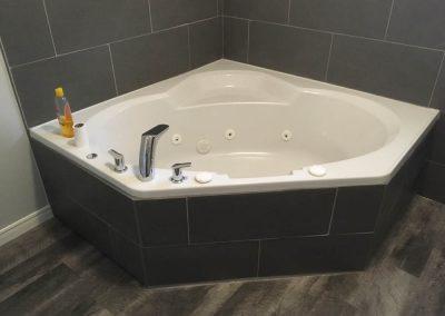 Ceramic Tile Corner Bath tub