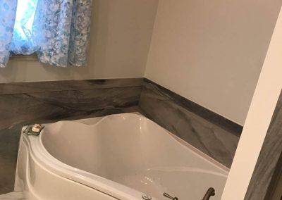Mobern Corner Bathtub