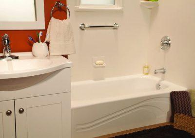 White Wave Bathtub