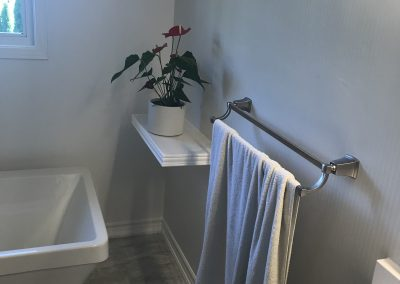 White-Silver-Bathroom-Accents