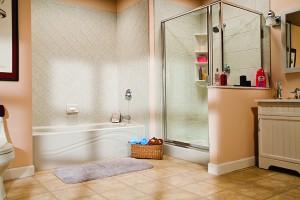 Gray_Wave_Bathliner_Brecchia_Diamond_Walls_Grey_Showerbase_Chrome_Fixtures_IMG_5152_HR